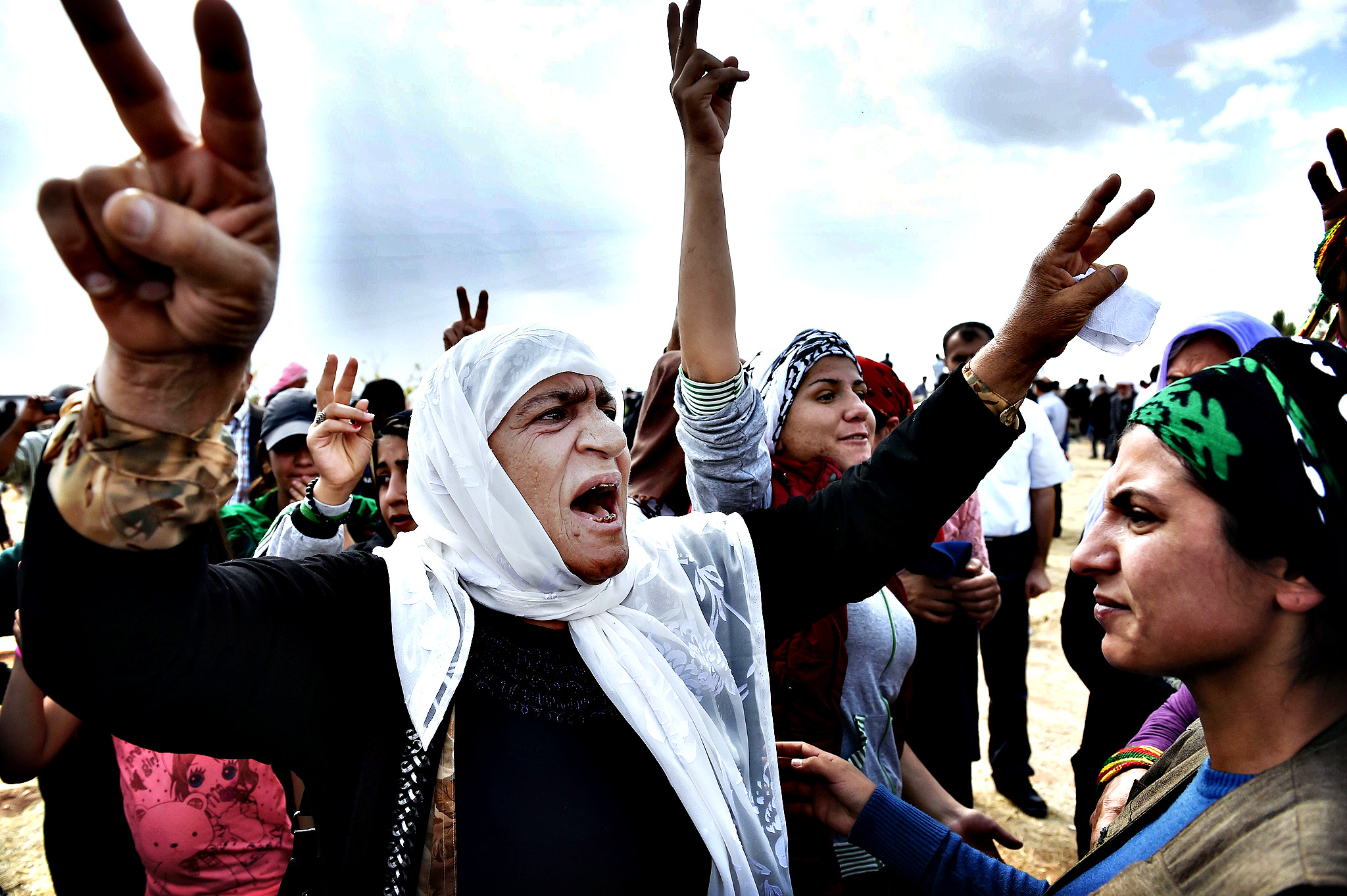 Uk muslims press for peace at 10 downing street - Kurdish Women Shout Slogans During The F Kurdish Women Shout Slogans During The